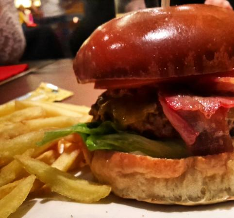 Maredo Restaurant: Hamburger with fries :) delicious!