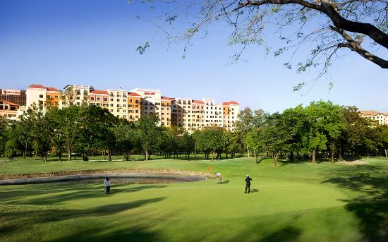 Manila Marriott Hotel: Marriott Hotel Manila facing Villamor Golf Course