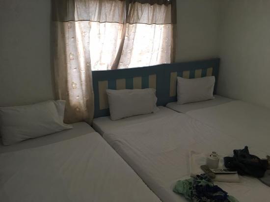 Kinnaree House: chambre aménagée por accueillir 3 personnes - petit mais normal compte tenu du prix très attract