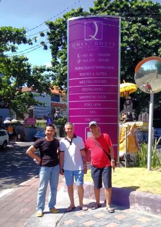 Quest Hotel Kuta: at the hotel entrance
