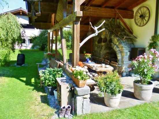 Sankt Gallenkirch, Austria: Ferienwohnung Montafon Garten Grill