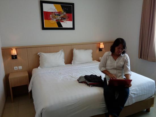 Di depan kamar hotel picture of hotel dafam rio bandung for Dekorasi kamar pengantin di hotel