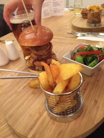 Scots Corner: Burger with Onion Rings