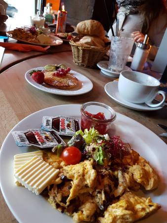 amerikanisches fr hst ck pancake sesambagel toast r hrei bacon salat ahornsirup nutel. Black Bedroom Furniture Sets. Home Design Ideas