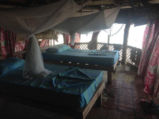 Satuiatua Beach Resort: Inside view of fale setup