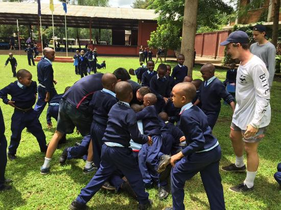 Safaris-R-Us - Day Tours: The school kids love playing with visitors
