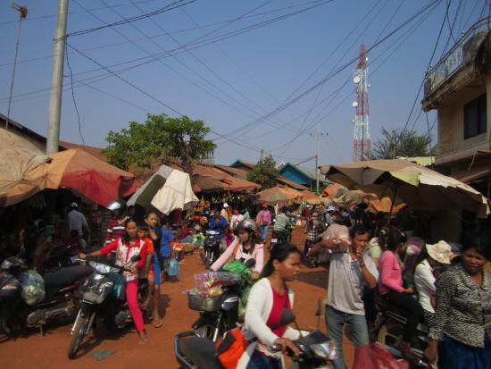 Siem Reap Province, Kambodża: Small town on way to Beng Mealea