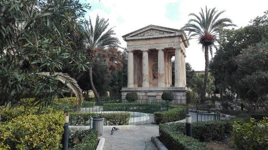 Giardini ben curati e lussureggianti foto di lower - Giardini curati ...