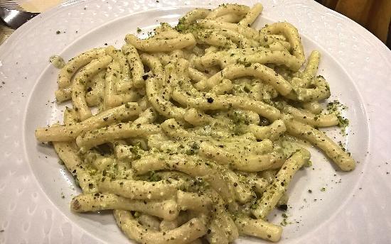 La Terrazza del Barone - pasta fresca al pesto di pistacchio - Foto ...