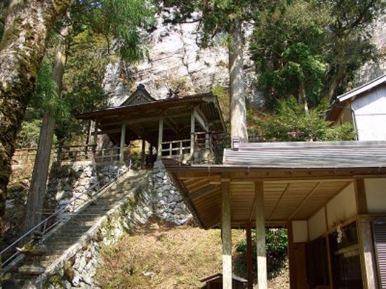 Kimino-cho, Japan: 背後の聳える大岩