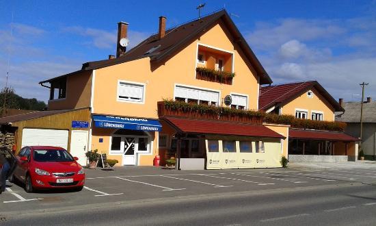 Nasice, Croacia: EGGHUS
