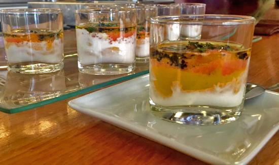 Barbastro, Hiszpania: base de ali oli, crema de mango, tomate y aceite de aliva virgen extra del somontano