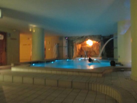"""Ulisse Deluxe Hostel : piscina """"termale"""""""