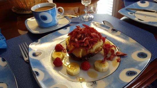 Graystone Bed and Breakfast: stuffed french toast with bacon & fruit