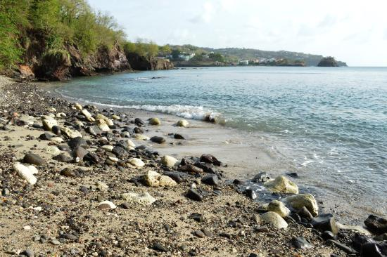 Casa del Vega: Down on the cove beach with volcanic coral sand mix and pebbles