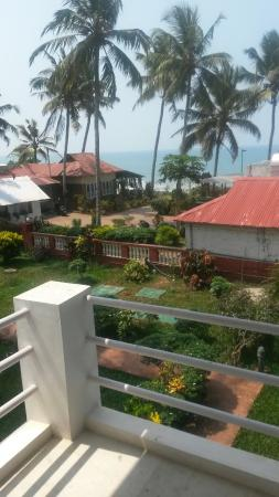 Hill View Beach Resort: 20160403_104130_large.jpg