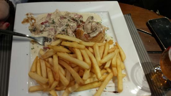 Anderlecht, Bélgica: Comida perfecta, atencion estupenda con un gran camarero español , gran variedad de cerveza exqu