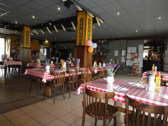 Veldhoven, Países Bajos: overzicht van zaal met doorgang naar barcafé de Gasterij