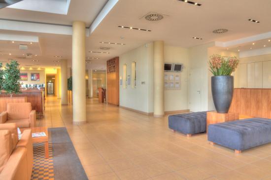 Relexa Hotel Ratingen City: Lobby und Rezeptionsbereich