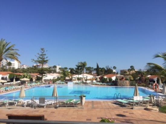 Santa Clara Bungalows : Utsick över den nyare poolen från poolbar
