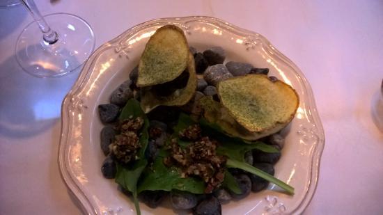 Dungarvan, Irlanda: pumpkin seed and sorrel taco Crab, potato and nori