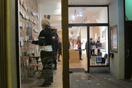 Chatham, Canadá: Love Notes, exhibition in the window of ARTspace