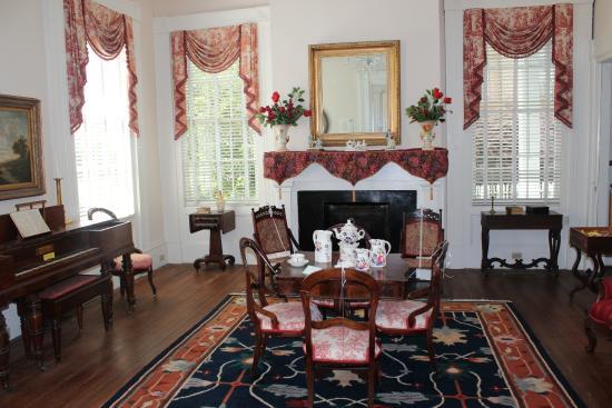 Madison, GA: Front Sitting Room
