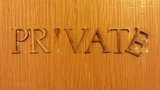 Болтон, UK: Sign on the room opposite ours....