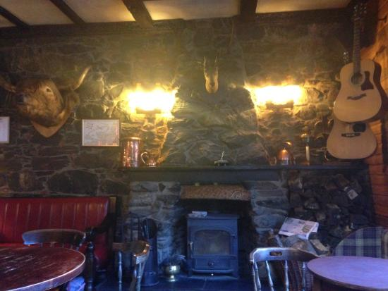 Ardlui, UK: cosy pub