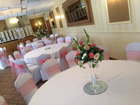 Aldridge, UK: This was my daughter dinning room for her wedding