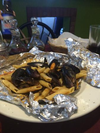 Arlecchino: pasta con mejillones al horno de piedra