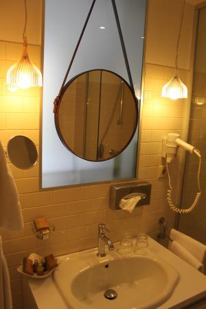 Casati Budapest Hotel: Really nice bathroom, feels so fresh