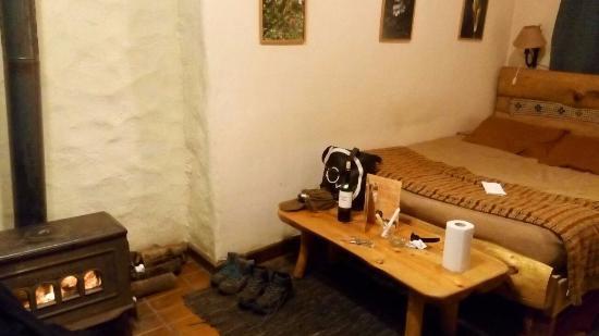 Cascada de las Animas: Cama muy agradable y comfortable. Salamandra la alimenta uno mismo con leña, verdaderamente acog
