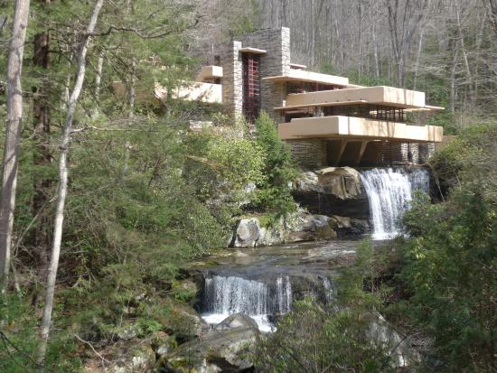 Fallingwater: A photo from the famous vantage point.