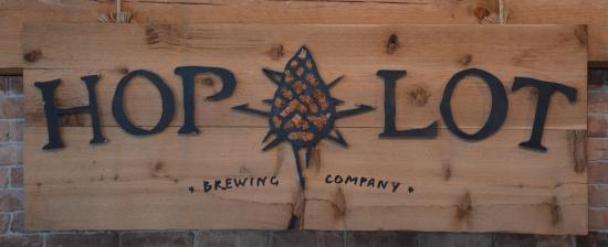 Suttons Bay, MI: Hop Lot Brewing Company