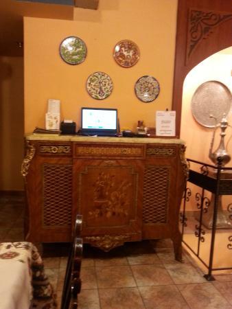 """Lagonid Bistro-Cafe: LA MUSIQUE """"Aznavour"""" bien sur !!!"""
