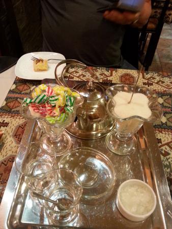 Lagonid Bistro-Cafe: Le petit plus thé;;;;; et petits gâteaux OFFERT!!!!