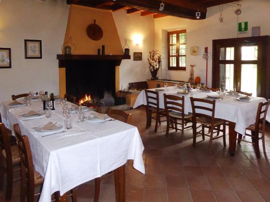 La sala da pranzo picture of ai due taxodi badia pavese for La sala da pranzo