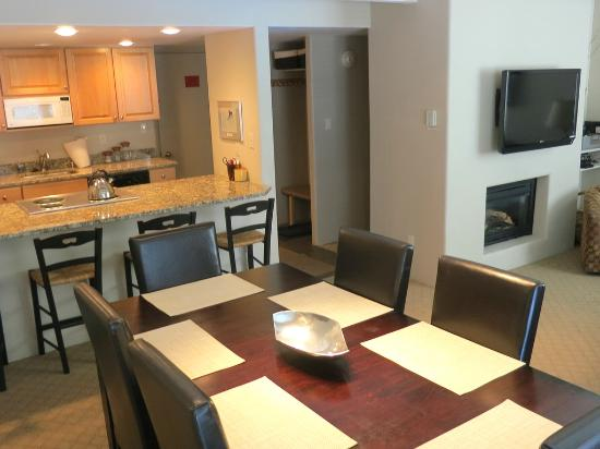 Vail International Condominiums: Dining room in condo