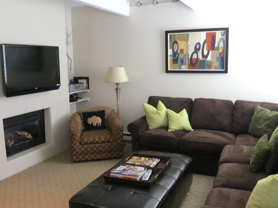 Vail International Condominiums: Living area in condo