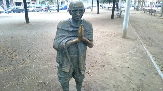Escultura de Gandi - Picture of Monumento a Mahatama Gandi ...