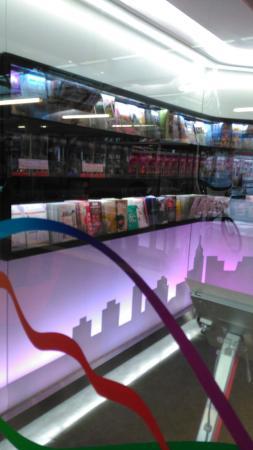 Hong Kong Tourism Board, Hong Kong Island  Visitor Centre: Star Ferry terminalindeki ofis...