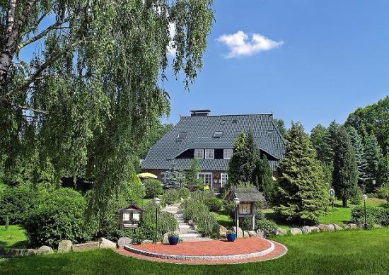 Niedersachsenhof: Der Niedersachsen Hof liegt in ruhiger Dorfmitte nur 2 km von der Autobahn entfernt