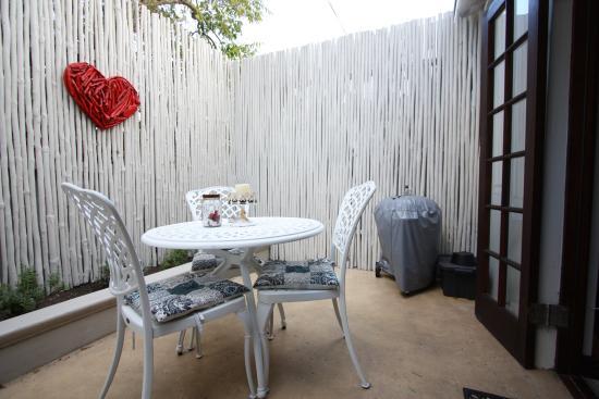 The Potting Shed Accommodation: Terrasse