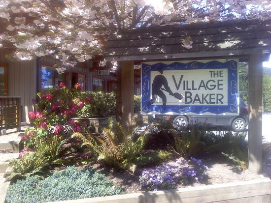Bowen Island, Canada: The Village baker Street view