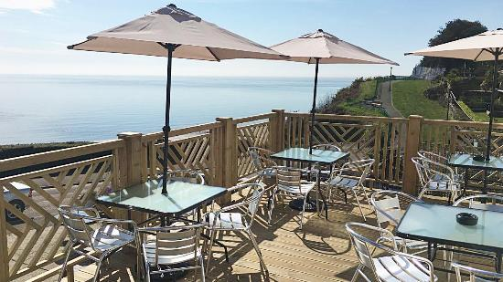 The Harrow Lodge Hotel : New decking area
