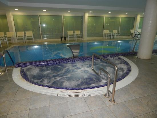 Caprici Verd: piscine interieur 1m20 de partout (bonnet de bain obligatoire)