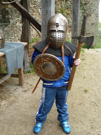 Montbazon, Frankrike: Mini chevalier en armes, casqué de son bazinet