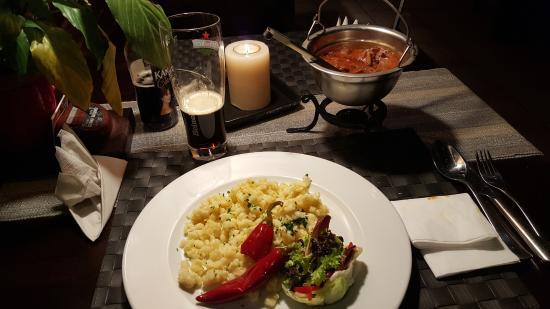 Zaklety Czardasz Restaurant : Goulash