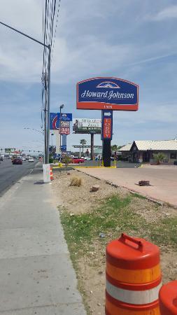 Motel 6 Las Vegas - Tropicana: L'insegna con enorme 6 si vede a km di distanza